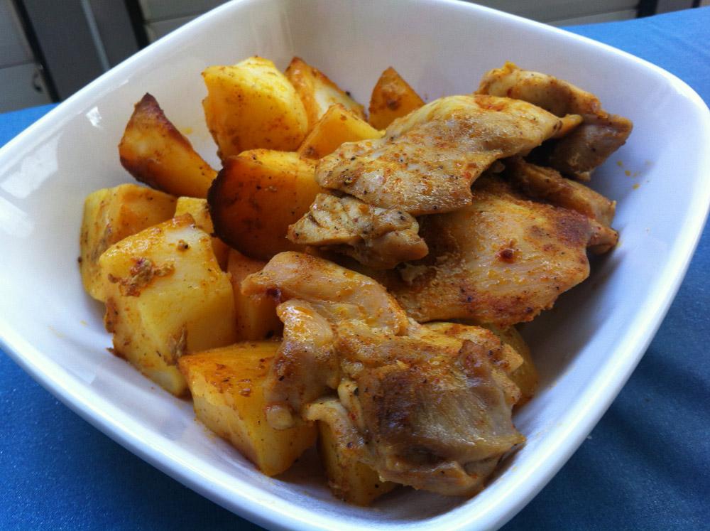 נתחי סטייק פרגית וקוביות תפוחי אדמה בתנור