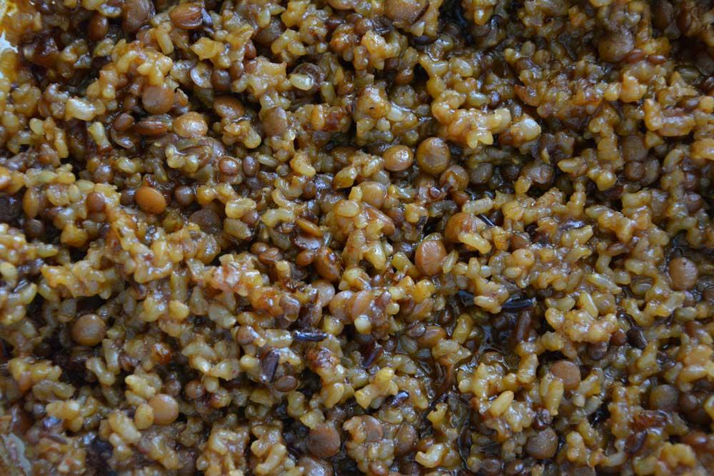 קדרת אורז מלא עם עדשים