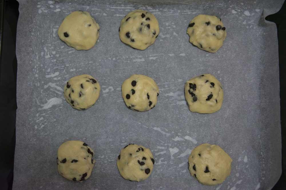 עוגיות בשוקולד צ'יפס לפני הכניסה לייצוב במקרר