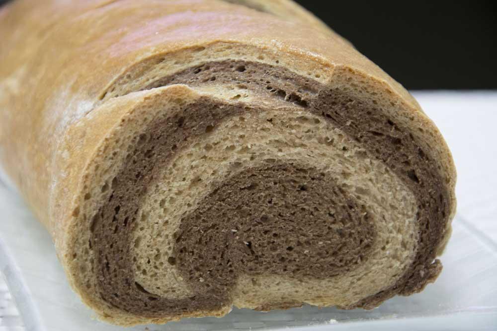 לחם שיש עם קמח שיפון מלא