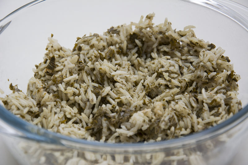 תבשיל אורז עם עלי גפן ועשבי תיבול – תחליף גאוני ומהיר הכנה לעלי גפן ממולאים