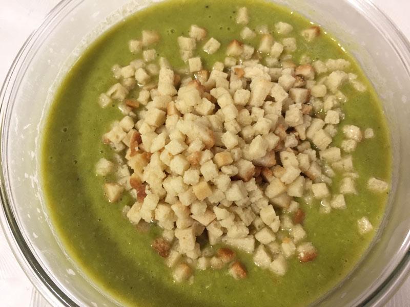 מרק אפונה קפואה טעים ושייקח לכם בדיוק 5 דקות להכין!