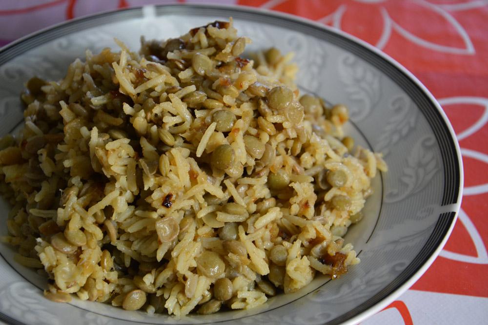 מג'דרה עם אורז בסמטי ועדשים ירוקות