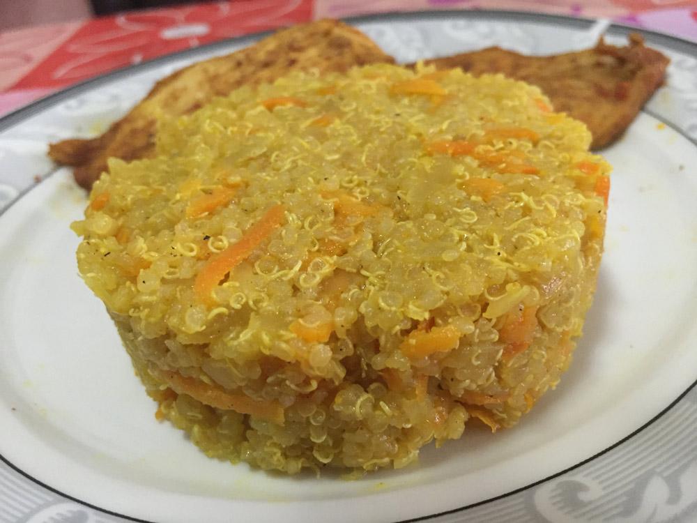 תבשיל קינואה עם גזר ובצל מטוגן שאי אפשר להפסיק לאכול...