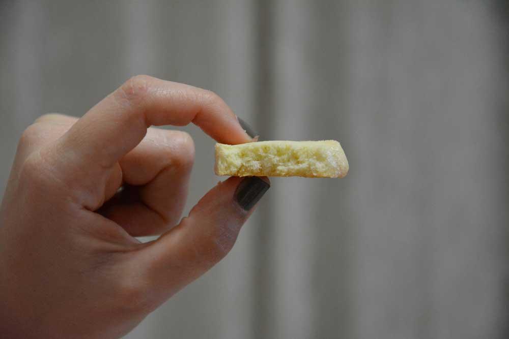 עוגיות לימון רכות ונימוחות מושלמות ליד תה או קפה