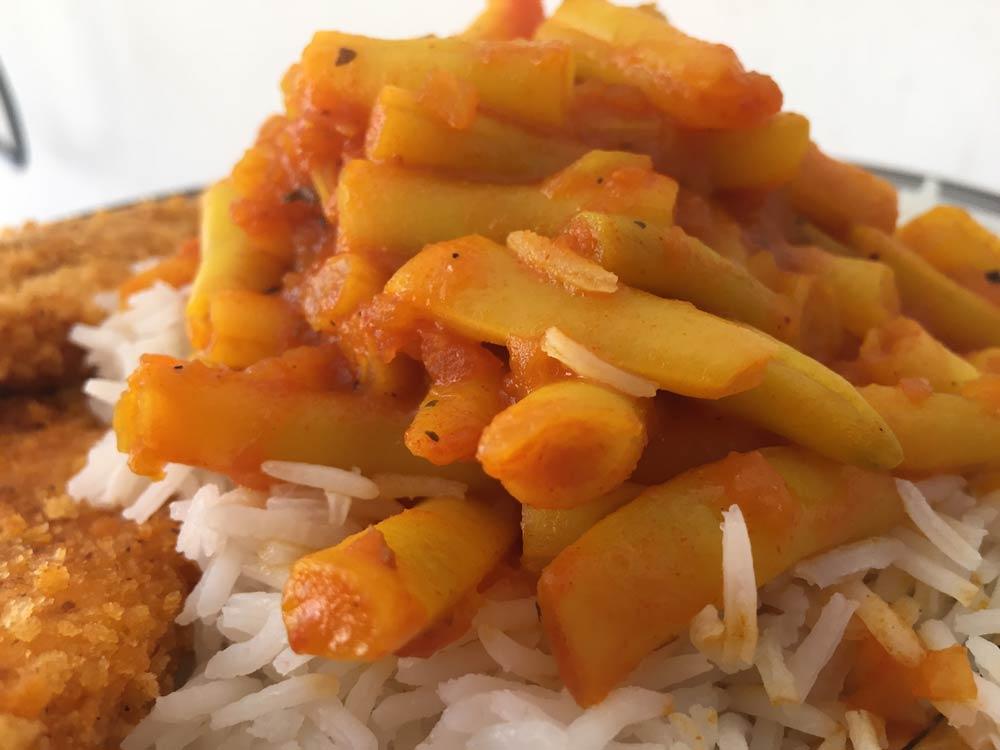 שעועית צהובה ברוטב אדום מושלמת עם אורז לבן!