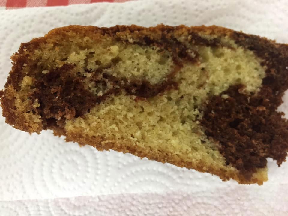 עוגת שיש בחושה מבט מהצד