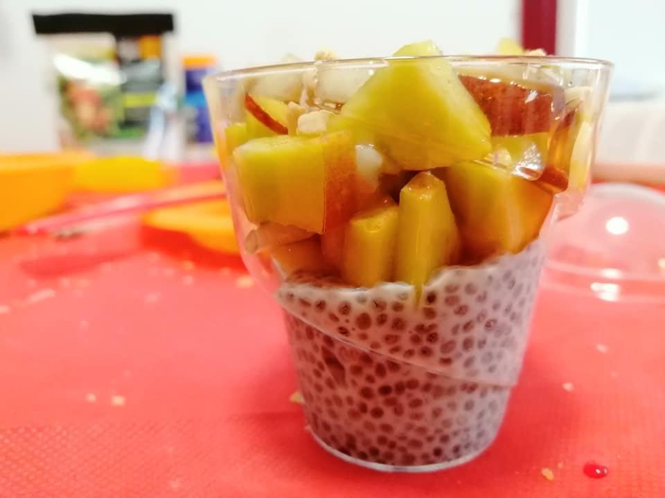 פודינג ציה מחלב סויה ללא תוספת סוכר עם פירות טריים וסילאן