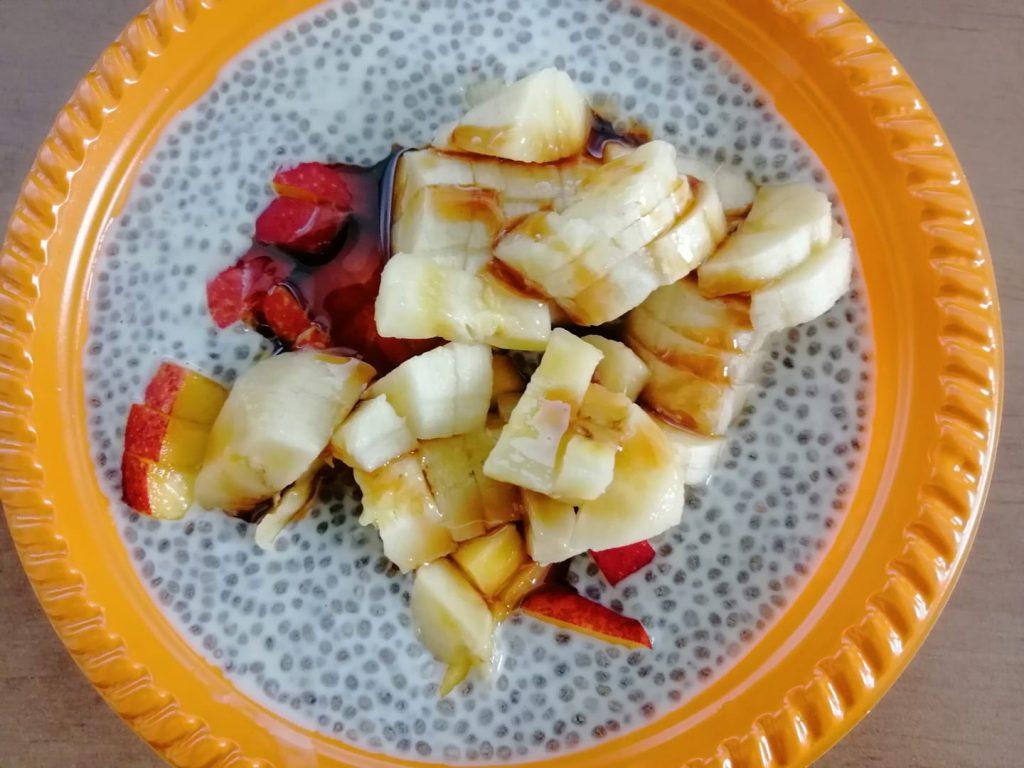 פודינג צ'יה מטריף מכל חלב שאתם אוהבים (סויה, שקדים, שיבולת שועל ואפילו רגיל) עם פירות טריים