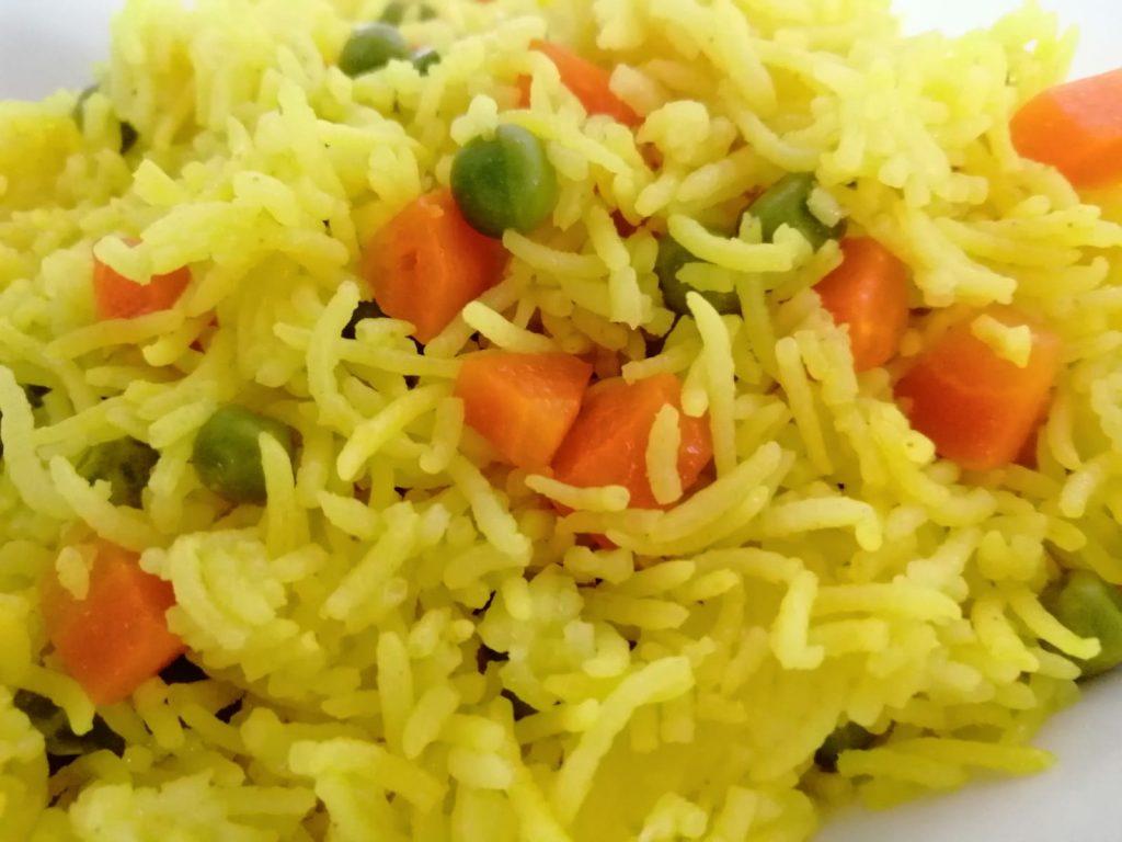 אורז צהוב עם אפונה קפואה וגזר - גיוון נפלא לילדים ולמבוגרים